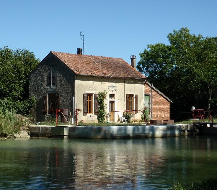 Écluse 44 Y Pouillenay 8, Burgundy Canal, France