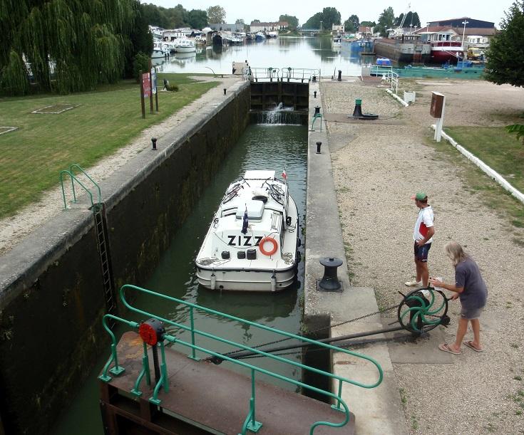 Écluse 76 Saint-Jean-de-Losne, Burgundy Canal, France