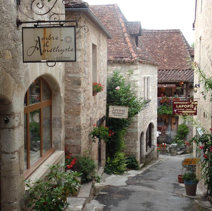 Ambre et Améthyste, Saint-Cirq-Lapopie, GR36, France