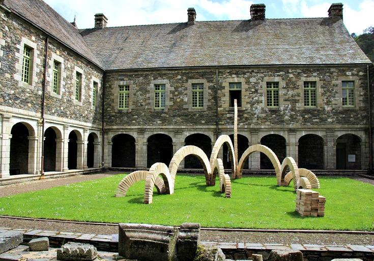 Abbaye de Bon-Repos, Nantes à Brest Canal, Brittany, France