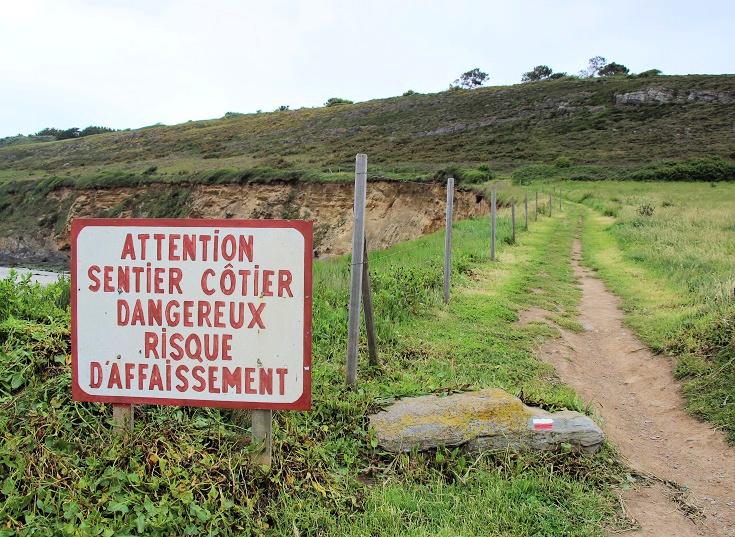 Risk of subsidence sign at Anse de Kervijen, GR 34