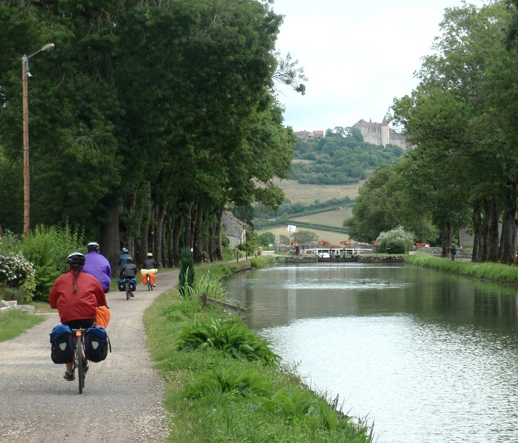 Approaching Écluse 8 S Vandenesse, Burgundy Canal, Canal walks in France