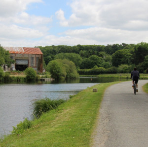 Walking along the canals of Brittany – between Lochrist and Écluse 26 Grand Barrage