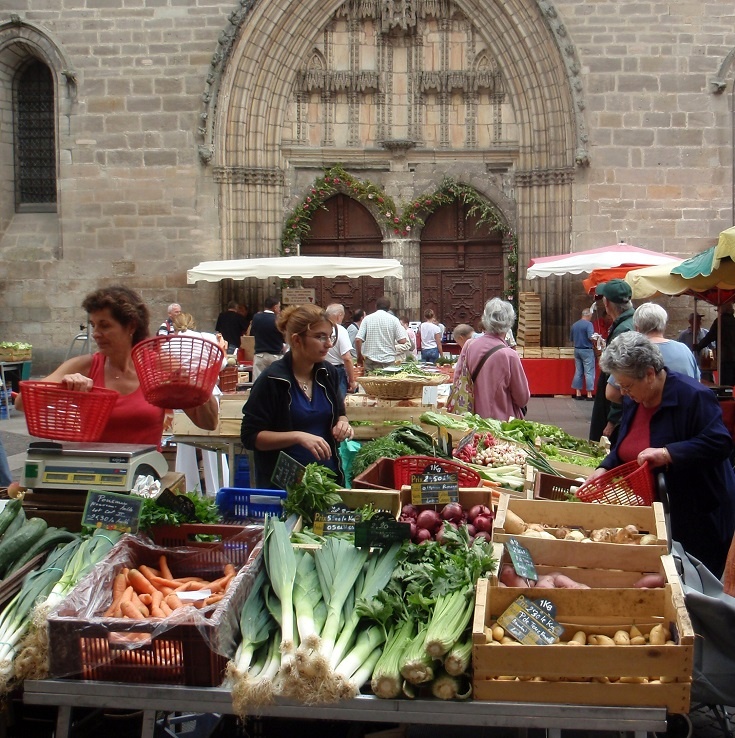 Saturday morning market in Cahors, Chemin de Saint-Jacques