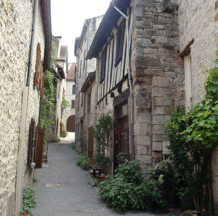 Laneway in Cajarc, flanked with stone and timber houses