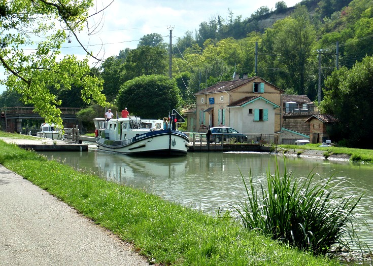 Canal between Moissac and Boudou, GR 65, France