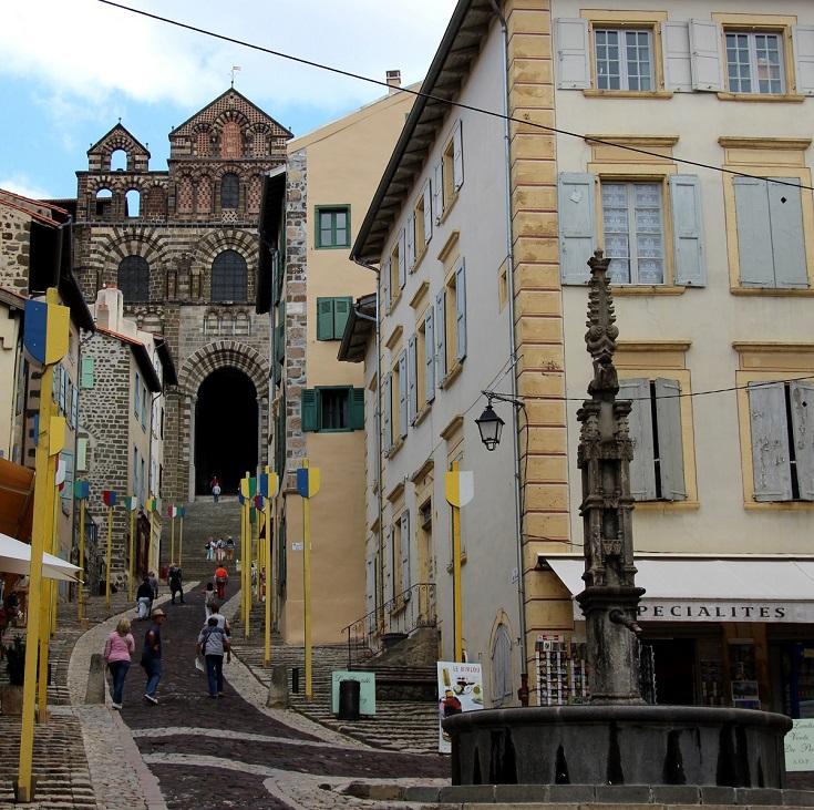 Cathedrale Notre-Dame du-Puy, Le-Puy-en-Velay, GR65, France
