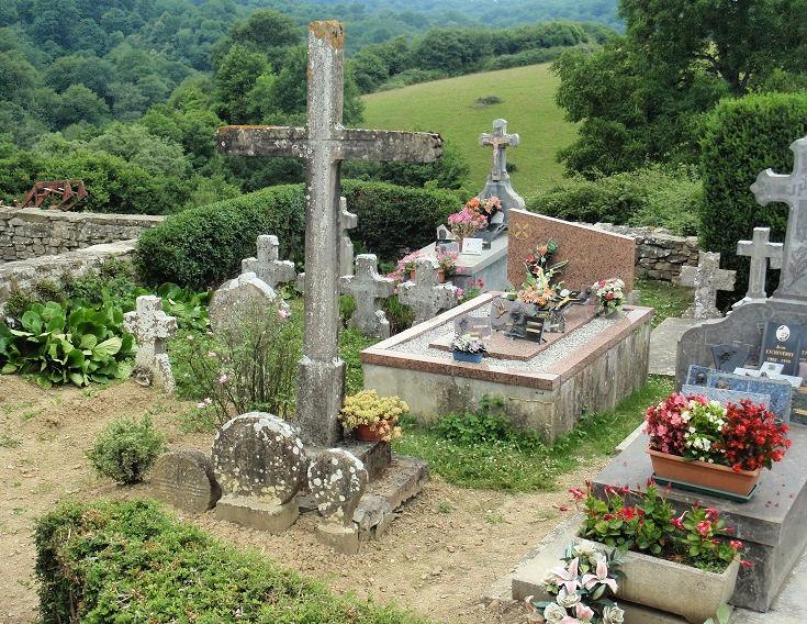 Cemetery in Harambeltz, Chemin de Saint-Jacques