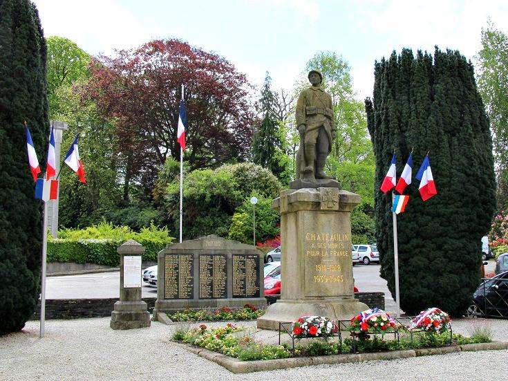 War memorial, Châteaulin, Nantes à Brest Canal, Brittany, France