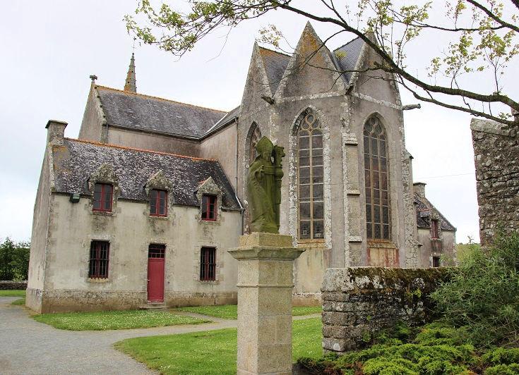 Statue of Saint-Guénolé, Chapelle de Sainte-Anne