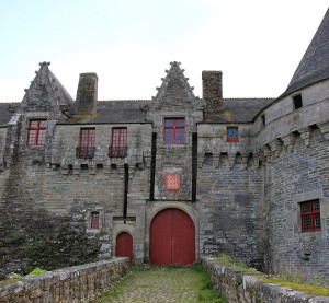 Walking along the canals of Brittany – Château des Rohan