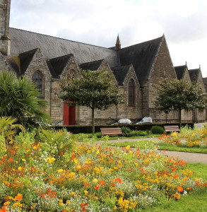 Walking along the canals of Brittany – springtime in Pontivy