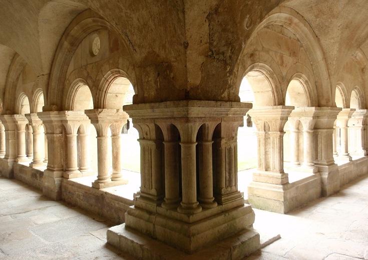 Cloister, Abbaye de Fontenay, France
