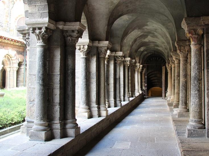 Cloister adjoining Cathedrale Notre-Dame du-Puy, Le-Puy-en-Velay, GR65, France