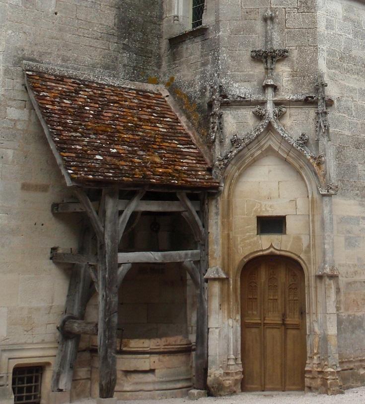 Courtyard, Châteauneuf-en-Auxois, Burgundy Canal, France