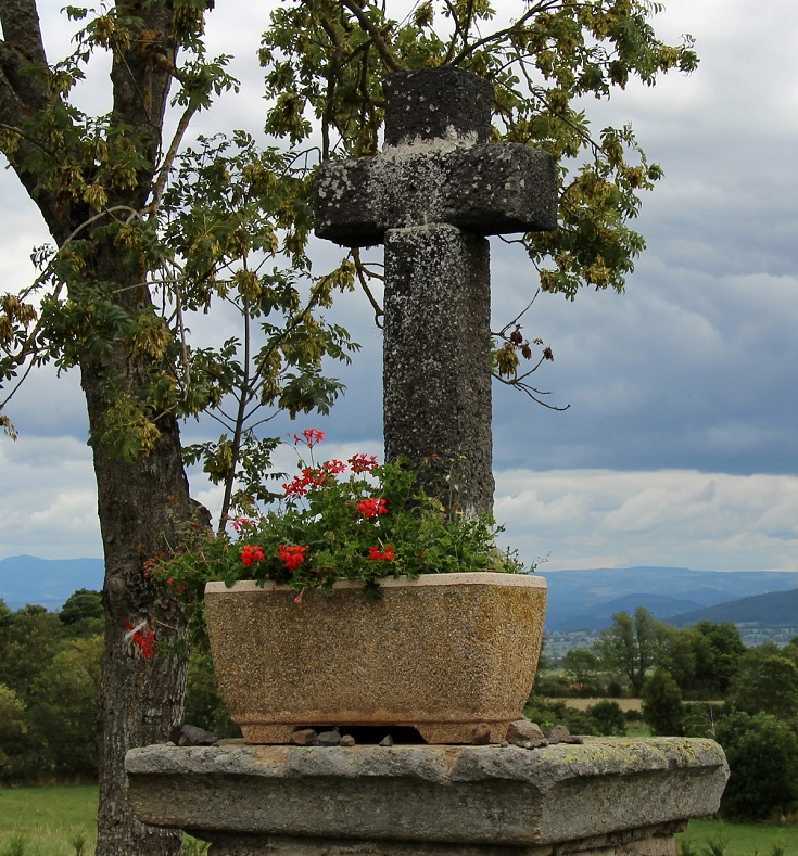 Cross, approaching Montbonnet, GR65, France