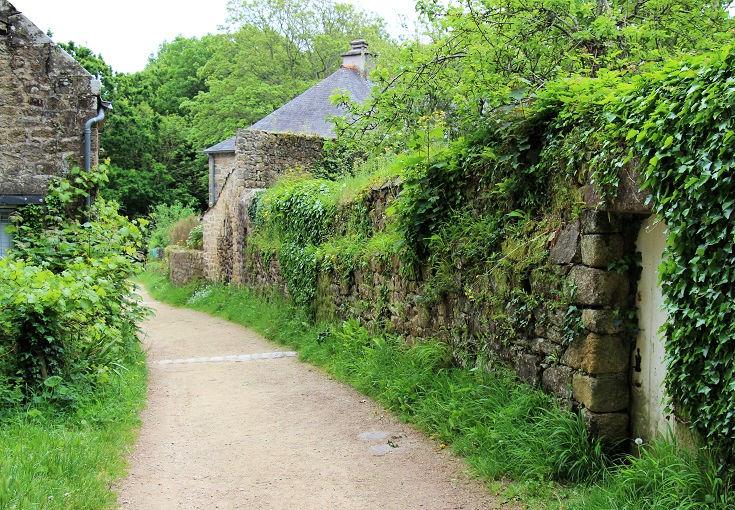 Stone wall along the GR 34 near Douarnenez, France