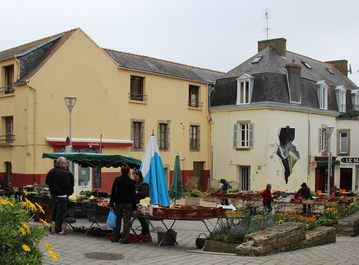 Market day in Douarnenez, GR 34, Coast of Brittany, France