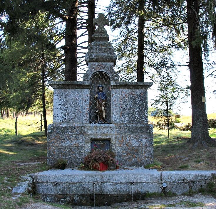 Fontaine de Saint-Roch, GR 65, France
