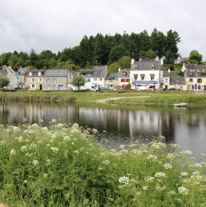 Walking along the canals of Brittany – arriving in Hennebont
