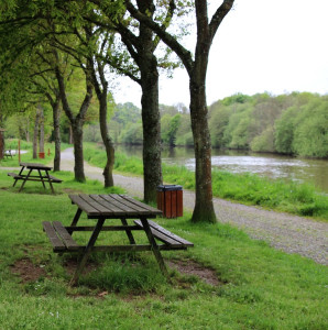 Walking along the canals of Brittany – picnic tables at Le Gohazé