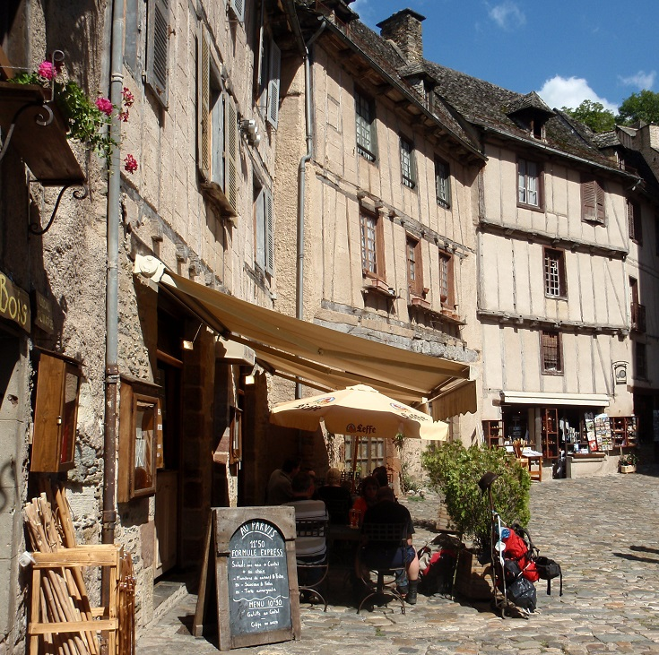 Place de l'Eglise, Conques, GR65, France