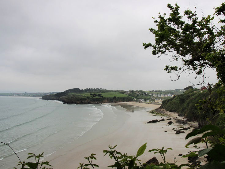 View along the length of Plage du Ry, near Douarnenez, France