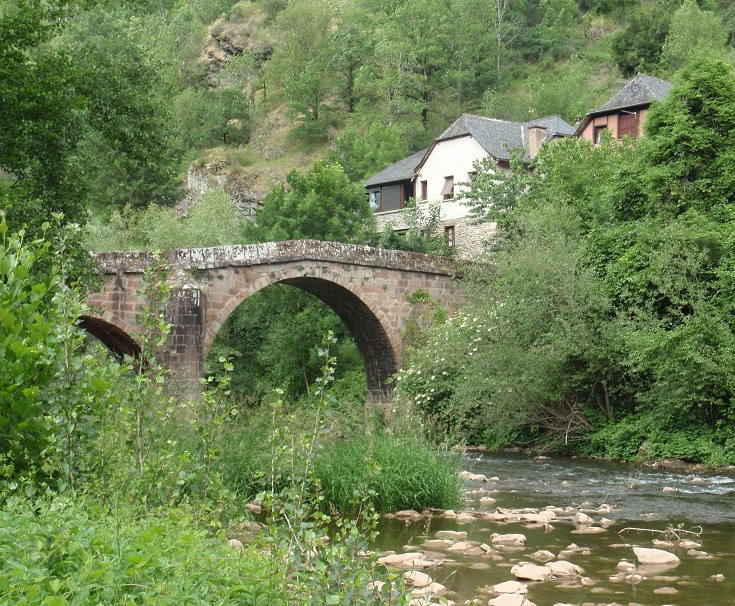 Roman bridge, Conques, GR65, France