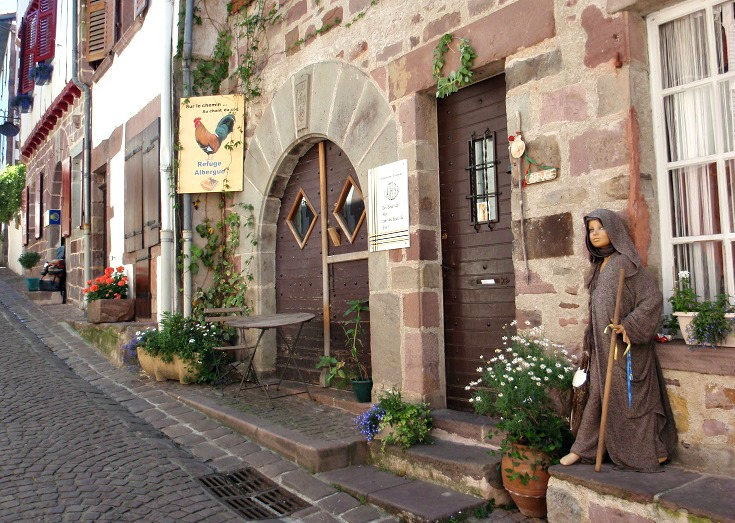 Walking the chemin de saint jacques du puy i love walking in france - Auberge du pelerin saint jean pied de port ...