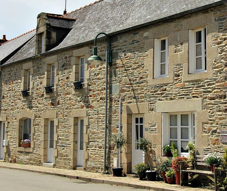 Saint-Aignan, Abbaye de Bon-Repos to Pontivy, France